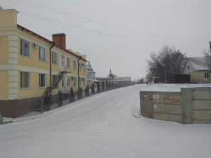 The road to Red Star Hostel / Camping